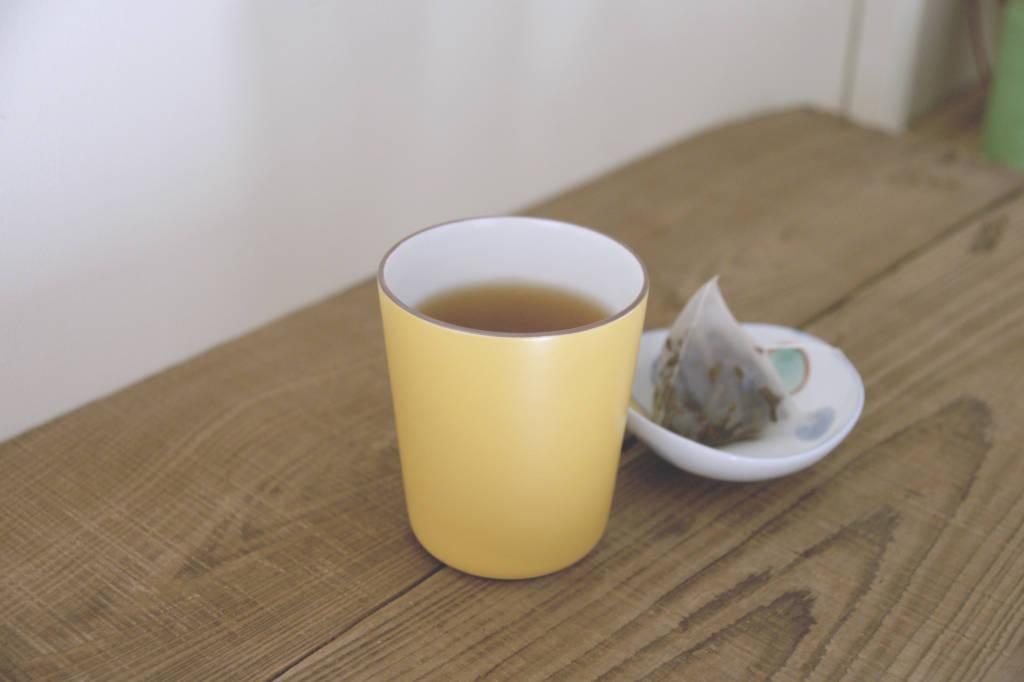 視濃度,將茶包取出,方便又可口的茶包沖泡完成了,品質好的原片茶包不僅久浸不會苦澀,還可以回沖4~5次以上喔,