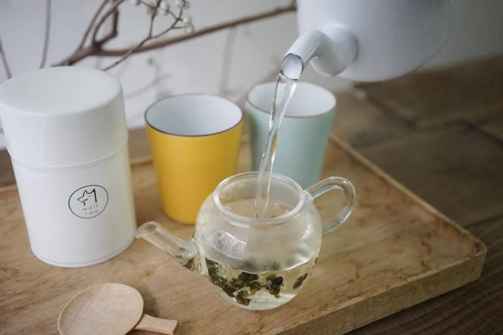 步驟三:足夠滾燙的水溫,對茶葉舒展很重要