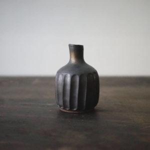 茶室宇宙 – 鐵釉 / 柱花器