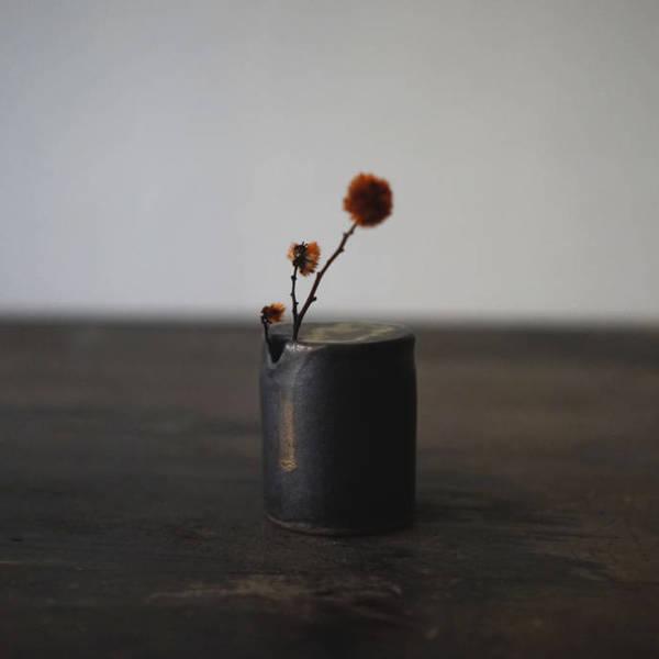 鐵釉 / 筒花器